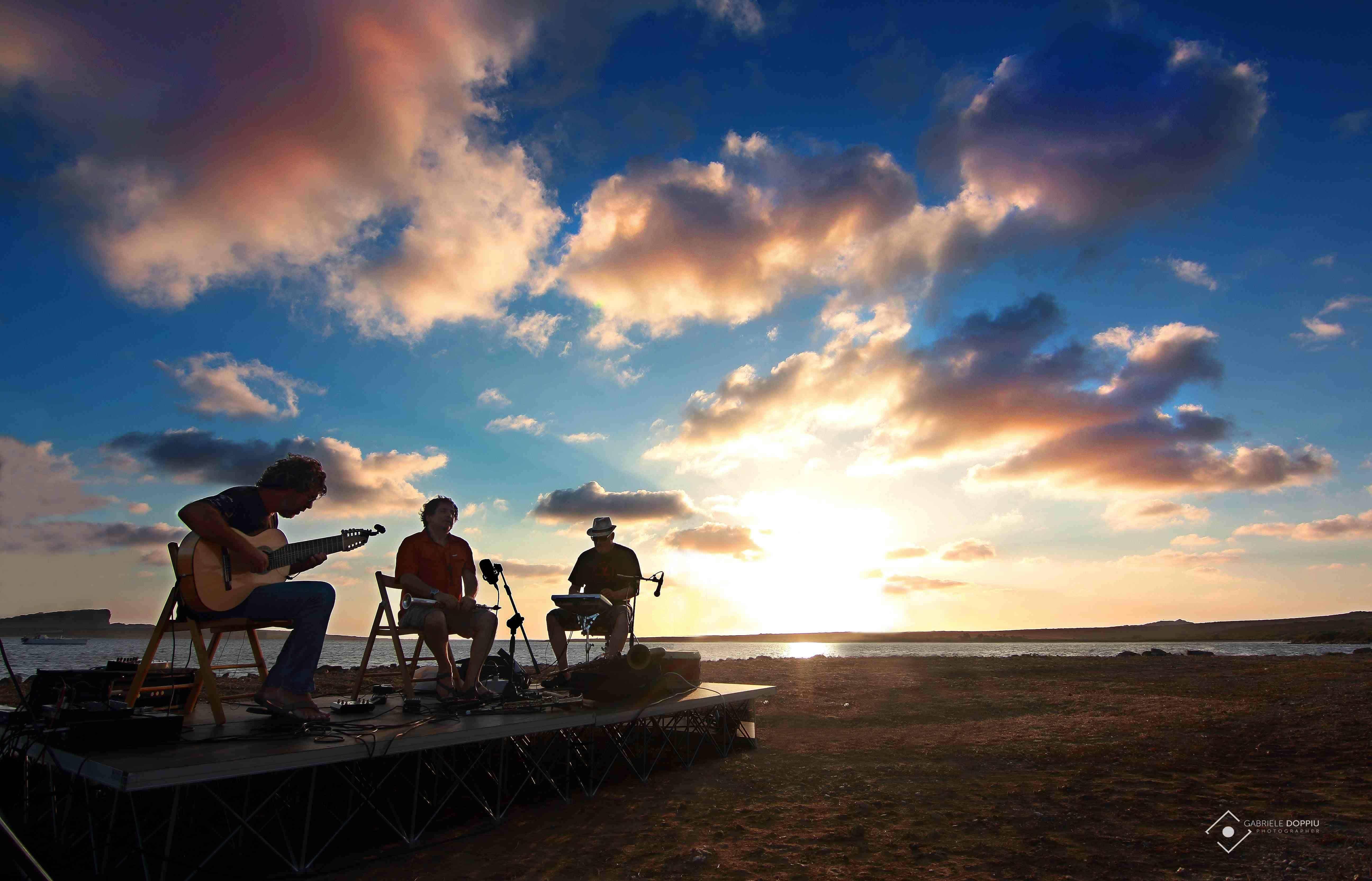 CARACAS CAFE Trio